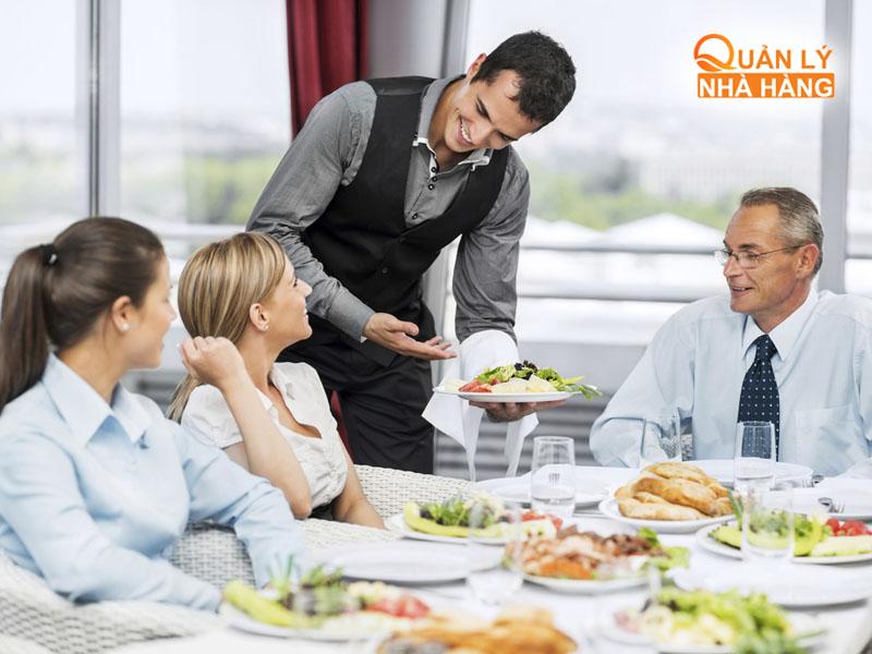 Xác nhận đặt bàn của khách hàng