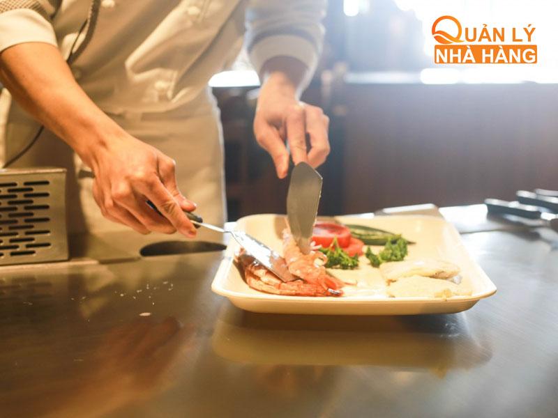 Chế biến món ăn theo định mức quy định