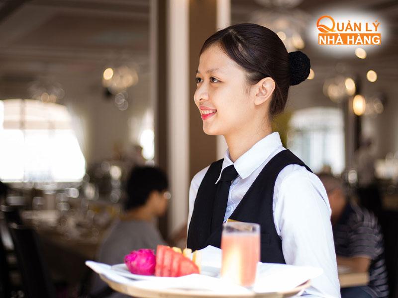 Nhân viên cần phải có thái độ tích cực với khách hàng